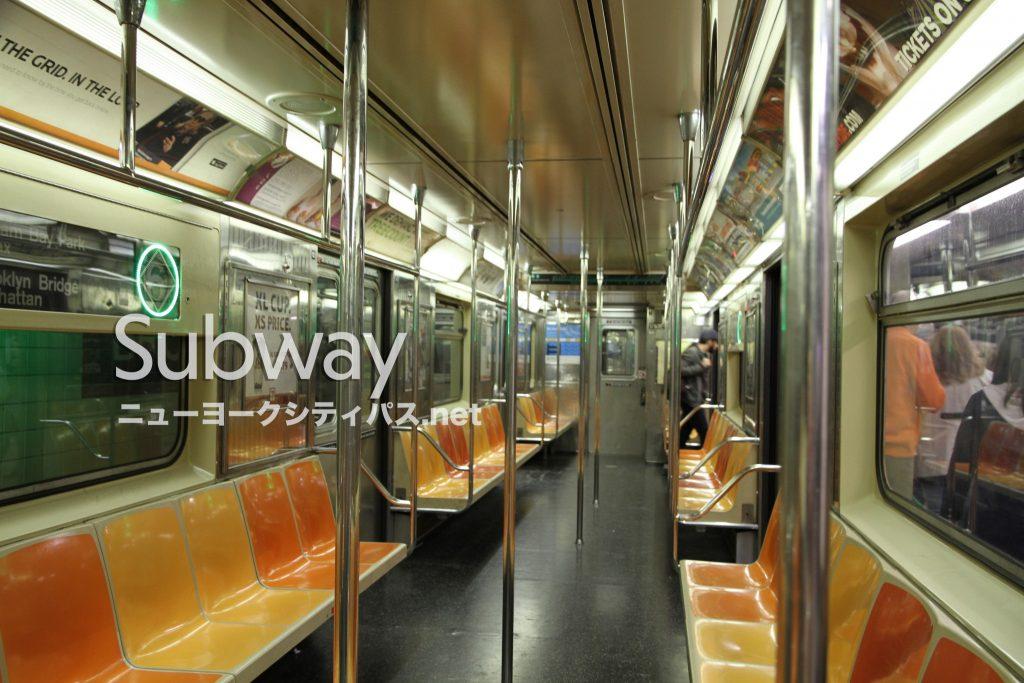 ニューヨーク 地下鉄 車内