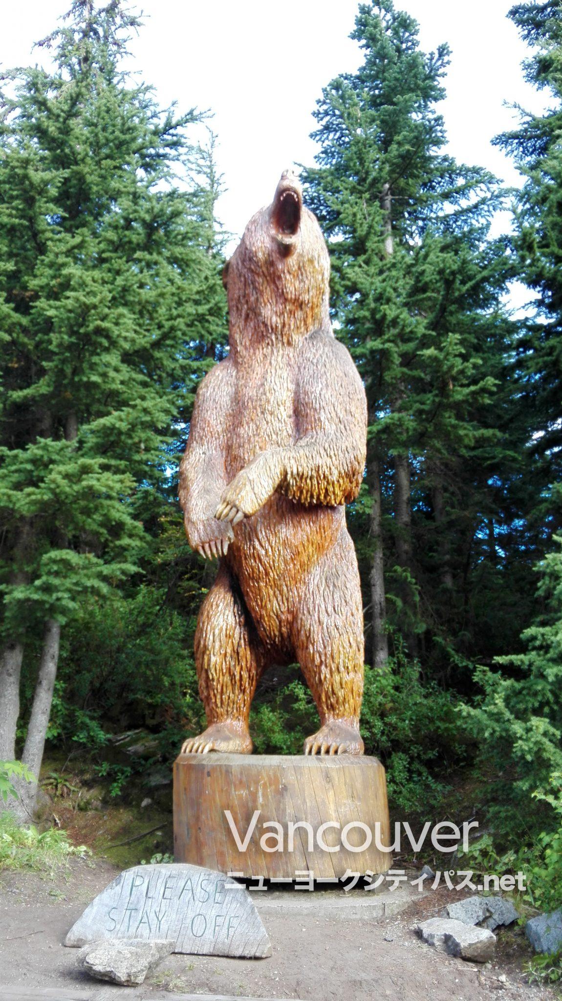 グラウスマウンテン クマ像